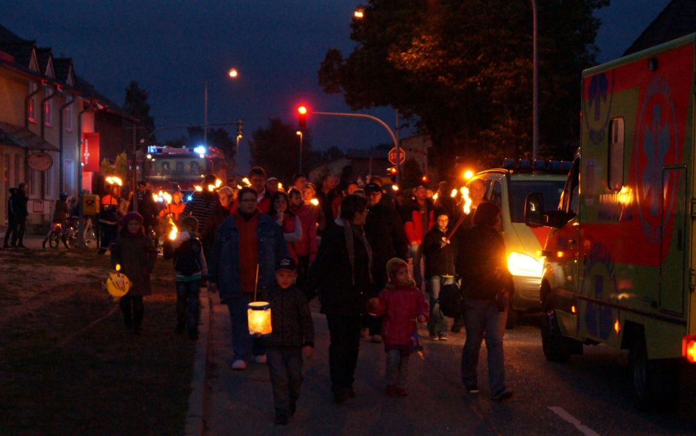 Fackelumzug mit der Feuerwehr in Mönchhagen im Landkreis Rostock