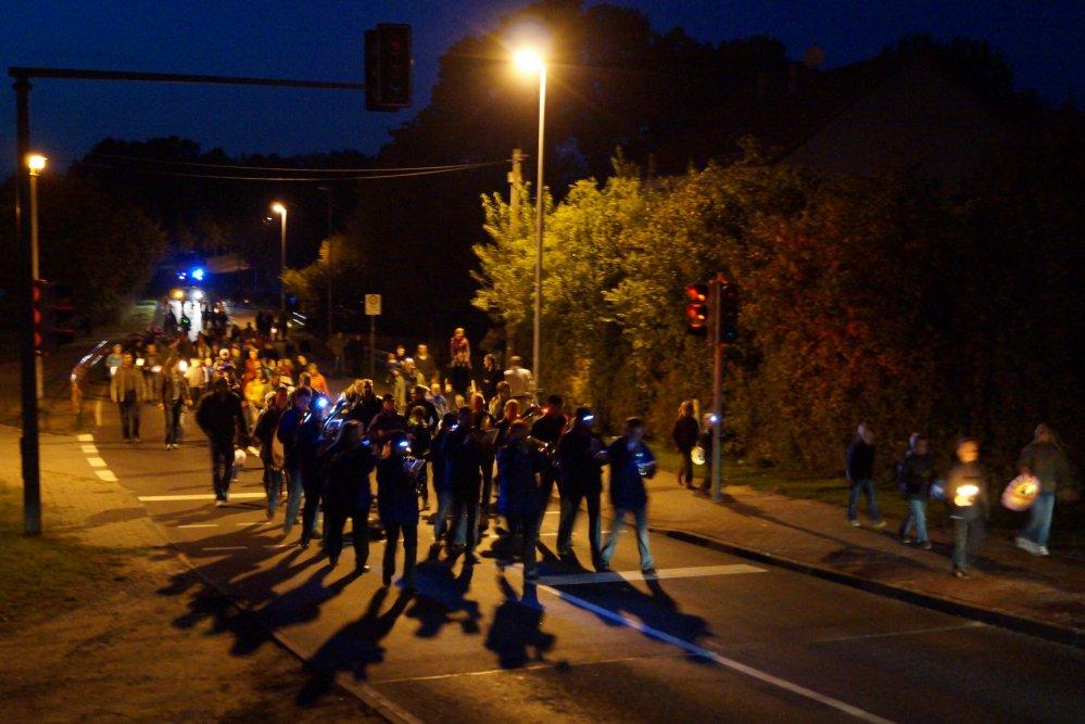 Laternenumzug in Reddelich mit dem Blasorchester Bad Doberan