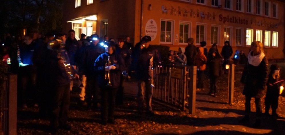 Lampionumzug in der Rostocker KTV mit dem Blasorchester Bad Doberan e.V.
